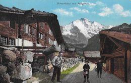 BERNEROBERLAND - Bauernhaus Mit Bauer Und Seinen Söhnen Davor, Ca.1920 - BE Bern