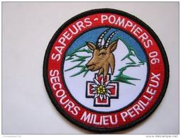 INSIGNE SAPEURS POMPIERS TISSUS PATCH POMPIER DU 06 ALPES MARITIMES MILIEU PERILLEUX  ETAT EXCELLENT SUR VELCRO - Bombero
