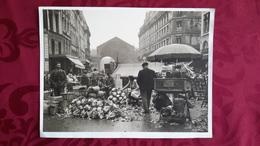 GRANDE PHOTO COLLEE SUR CARTON - PARIS - LES HALLES - MARCHE - Lieux