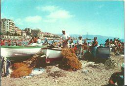 Loano (Savona, Liguria) Spiaggia Con Barche Da Pesca E Pescatori, The Beach And The Fisher Men, La Plage, Der Strand - Savona