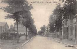 28 - EURE ET LOIR / Arrou - 28520 - La Poste Et L'école - Léger Défaut - France
