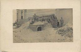 - Ref-670- Guerre 1914-18 - Carte Photo -  Non Situe - Poilus - Abri - Carte Photo Bon Etat - - Guerre 1939-45