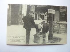 Le Décrotteur Commissionnaire Fait Les Courses Et Porte Les Paquets - Petits Métiers à Paris