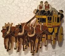 VIEILLE DILIGENCE POSTAL  - CHEVAUX - PFERDE - HORSES - COCHERS EN GILETS BRUN - 7 Cm / 6 Cm   -    (18) - Transportation