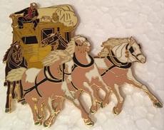 VIEILLE DILIGENCE POSTAL  - CHEVAUX - PFERDE - HORSES - COCHER EN COSTUME BLEU  - 7 Cm / 6 Cm   -    (18) - Transportation