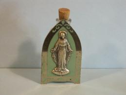 Ancienne Bouteille Eau Bénite Dans Son Suport - Holy Water In His Original Holder -8.5 X 4.6 X 2 Cm, 51 Grammes - Religion & Esotericism