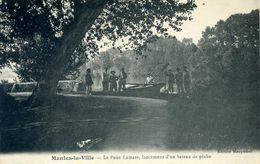 78 - MANTES LA VILLE - Le Pont Lamare, Lancement D'un Bateau De Pêche. - Mantes La Ville
