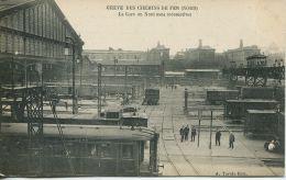 N°56195 -cpa Grève Générale Des Chemins Fer- Gare Du Nord Sans Locomotive- - Stations With Trains