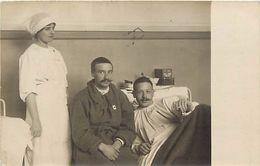 -ref-621- Guerre 1914-18 - Carte Photo - Blesse - Infirmier - Infirmiere - Croix Rouge - Photo J. Callet - - Weltkrieg 1939-45