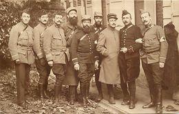 -ref-618- Guerre 1914-18 - Carte Photo Souple - Non Situee - Groupe De Militaires - Brassards Croix Rouge - - Guerre 1939-45