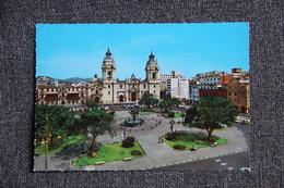 LIMA - La Cathédrale - Peru