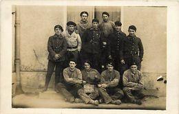 """- Ref-598- Militaria - Regiments - Regiment - Carte Photo """" Les Bleus De La Premiere """" - Carte Photo Bon Etat - - Régiments"""
