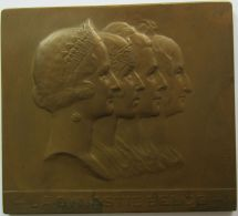 M05290 LA DYNASTIE BELGE - QUATRE REINES - De MARIE LOUISE  à ASTRID - Leurs Profils (146g) - Adel