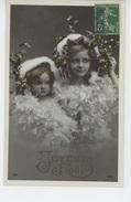 ENFANTS - LITTLE GIRL - MAEDCHEN - Jolie Carte Fantaisie Portrait Fillettes Et Gui De Heureux Noël - Portraits
