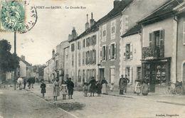 70  PORT SUR SAONE  LA GRANDE RUE ANIMEE  (PETIT PLI ANGLE SUP DROIT) - Francia