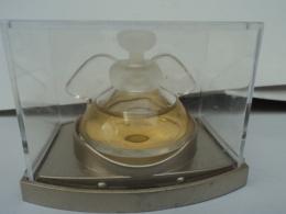 """PUPA """" PLUMES""""    MINI  EDT  4ML  + BOITE  PLEXI   LIRE ET VOIR!! - Miniatures Womens' Fragrances (in Box)"""
