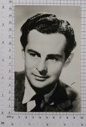 DEREK BOND - Vintage PHOTO Autograph REPRINT (AT-32) - Reproductions