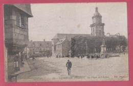 29 - LESNEVEN---La Place Et L'Eglise---animé - Lesneven