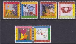 UNO NY, Geneva, Vienna 2001 Helping Hearts 3x2v ** Mnh (36900C) - Gezamelijke Uitgaven New York/Genève/Wenen