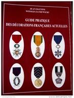 LIVRE / GUIDE PRATIQUE DES DECORATIONS FRANCAISE ACTUELLES 281 PAGES LAVAUZELLE - French