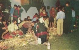 Guatemala Chichicastenango Indigenas orando en la Iglesia de Chi