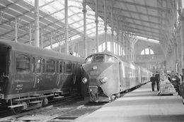 """Paris-Nord. Rame """"Hollando-Suisse"""". Trans Europ Express Vers Bruxelles. Photo Jacques Bazin. 17-7-1958 - Trains"""