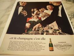 ANCIENNE PUBLICITE CHAMPAGNE C EST ELLE VEUVE CLICQUOT 1970 - Alcools