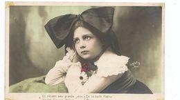 ENFANTS - LITTLE GIRL - MAEDCHEN - Jolie Carte Fantaisie  Fillette  Noeud Dans Les Cheveux - Portraits
