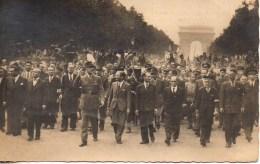 Le Général DE GAULLE Et Le Cortège Officiel Aux Champs-Elysées Le 26 Aout 1944 - Weltkrieg 1939-45