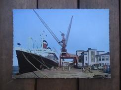 CPA PHOTO ALLEMAGNE BREMERHAVEN PORT BATEAU DE COMMERCE - Bremerhaven
