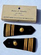 RARE PAIRE EPAULETTES OFFICIER MARINE FRANCE FABRICATION U.S.A. W.W.2  + BOITE NEW YORK - Uniforms