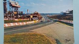 CPSM LE MANS SARTHE CIRCUIT DES 24 HEURES DU MANS VUE D ENSEMBLE TRIBUNES ET STANDS RAVITAILLEMENT VOITURE DE SPORT - Le Mans