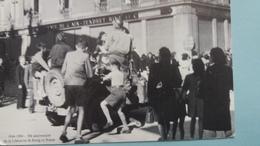 CPM BOURG EN BRESSE AIN PLACE DE L HOTEL DE VILLE 4 09 1944 LIBERATION DE LA VILLE ACCUEIL DES TROUPES ET DES RESISTANTS - Bourg-en-Bresse