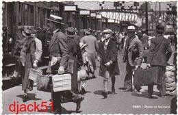 Carte Photo / PARIS - Départ En Vacances (Train) Vers 1930 - Photographie