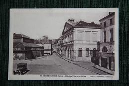 CHATEAUROUX - Hôtel De Ville Et Les Halles - Chateauroux