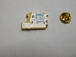 Superbe Pin's En Zamac , Informatique , IBM France , Fulfilment - Computers