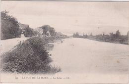 Seine Maritime : Env .   De  ROUEN : LE  VAL De La  HAYE  :la  Seine - Rouen