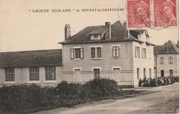 CPA NOYANT LA GRAVOYERE 49 - Groupe Scolaire - Francia