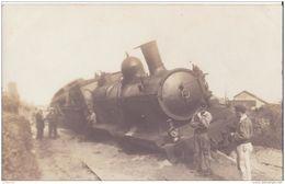 CARTE PHOTO DERAILLEMENT D UN TRAIN  CPA BON ÉTAT - Trains