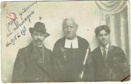 Carte Photo. Homme Moustachu Et Curé, Prisonnier En Allemagne De 1915 à 1918. - Krieg, Militär
