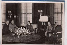 Foto Staatsempfang In Deutschland - Politiker Beim Gespräch - Krieg, Militär
