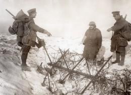 France Ovillers Somme WWI Front De L'Ouest Soldats Et Barbeles Ancienne Photo 1914-1918 - War, Military