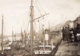 France Boulogne-sur-Mer Scene Animee Au Port Bar Criterion Bateaux Ancienne Photo 1920 - Places