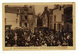 Cpa N° 25 LA ROCHE BERNARD La Place Du Marché Au Fond La Mairie - La Roche-Bernard