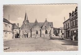 37 - SAINT PATERNE RACAN / PLACE DE L'EGLISE - POMPE A ESSENCE - Other Municipalities
