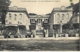 Vézénobres - La Cour D' Honneur Du Château - France