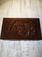 Boîte à Cigare Dessus Cuir Scène Paysanne En Relief - Scatola Di Sigari (vuote)