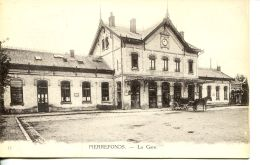 N°56532 -cpa Pierrefonds -la Gare- - Stations Without Trains