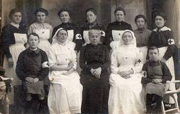 CPA 2056 - MILITARIA - Carte Photo Militaire - Hopital - Groupe D'Infirmières De La Croix - Rouge - Characters