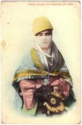 Dame Turque En Costume De Ville - Turquie
